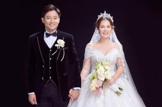 Diễn viên Quý Bình hé lộ loạt ảnh cưới siêu lãng mạn với bà xã doanh nhân