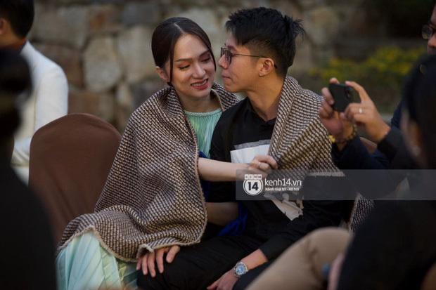 Hương Giang ân cần chăm sóc Matt Liu giữa sự kiện
