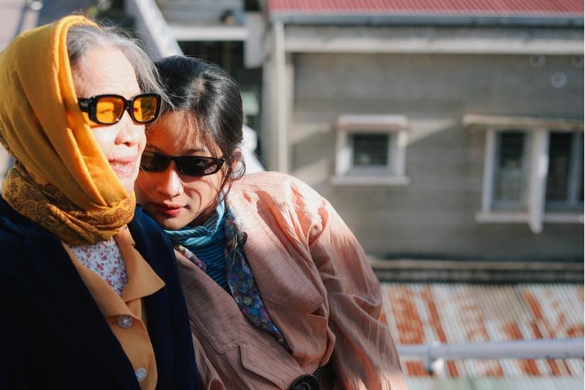 Bộ ảnh chất lừ của bà nội U90 ở Thái Bình và cháu gái tại Đà Lạt