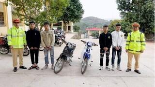 Phạt nhóm thanh niên lái xe máy bằng chân khiến nhiều người khiếp sợ
