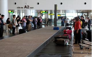 Cấm bay 1 năm nữ hành khách đánh nhau náo loạn ở sân bay