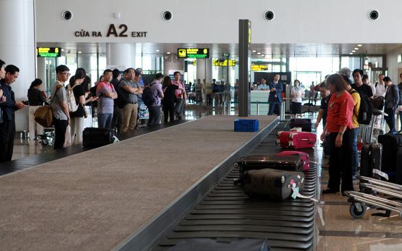 Cấm bay 1 năm nữ hành khách đánh nhau náo loạn sân bay
