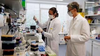 WHO giải thích vì sao một số thử nghiệm vắc xin COVID-19 phải dừng lại