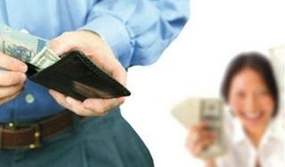 Lương chồng chuyển thẳng vào tài khoản vợ khi nào theo quy định mới?