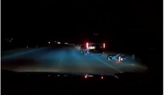 Bị tạt đầu, xe khách 'trả thù' huých ngã nam thanh niên chạy xe máy