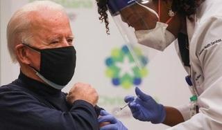 Cận cảnh ông Joe Biden tiêm vaccine ngừa Covid-19