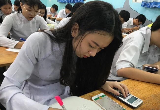 Không bắt buộc tất cả học sinh phải trang bị điện thoại di động để phục vụ học tập