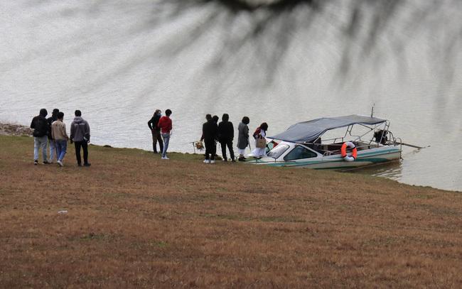 Bắt 2 ca nô không phép đón du khách qua hồ ĐanKia - Suối Vàng