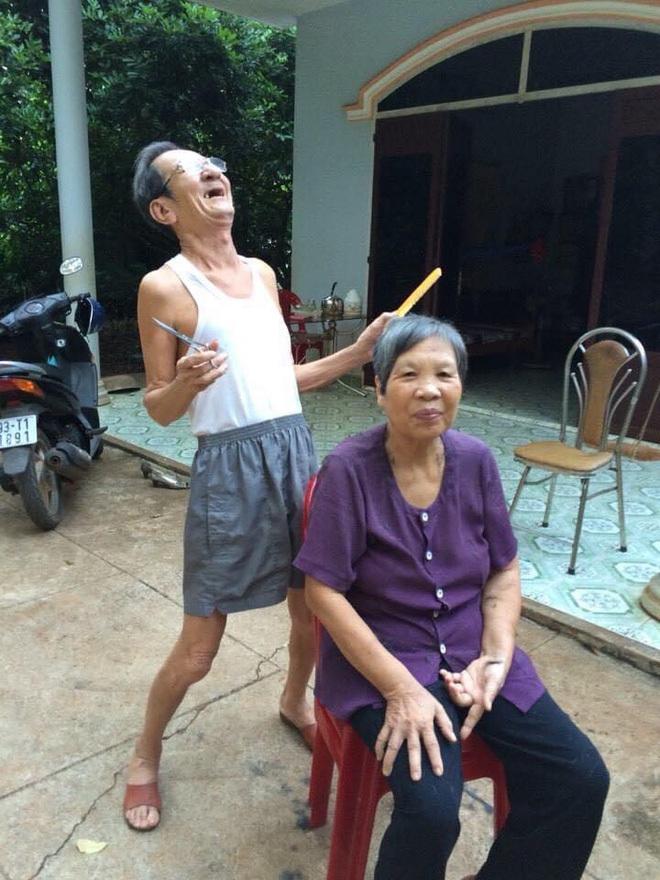Cụ ông 78 tuổi viết thư tay động viên vợ nằm viện, khóc huhu khi đón vợ trở về