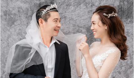 NSND Công Lý tạo dáng cực lầy trong bộ ảnh cưới với bạn gái kém 15 tuổi