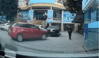 Khoảnh khắc nam bảo vệ phản xạ 'xuất thần', né cú đâm trực diện của ô tô mất lái