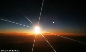 Video quả cầu lửa khổng lồ rơi xuống từ bầu trời ở Trung Quốc