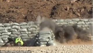 Một tân binh Trung Quốc suýt mất mạng vì tuột tay làm rơi lựu đạn