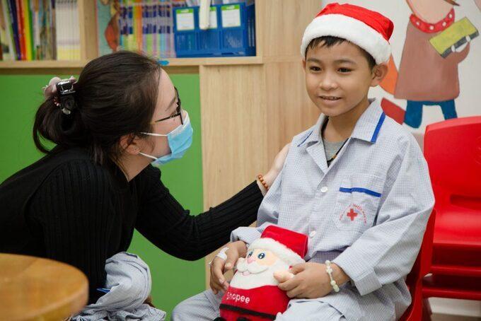 Điều ước Giáng sinh của em bé ung thư, con ước luôn được khỏe mạnh
