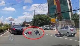 Khoảnh khắc tài xế bẻ lái 'xuất thần' cứu 2 mạng người trong gang tấc