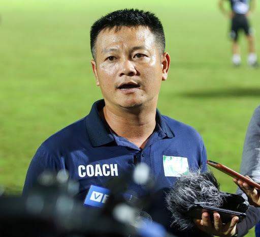 Phạm Văn Quyến làm trợ lý HLV ở U19 SLNA