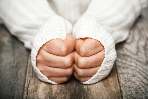 Chân tay lạnh vào mùa đông, tưởng bình thường nhưng là dấu hiệu bệnh nguy hiểm