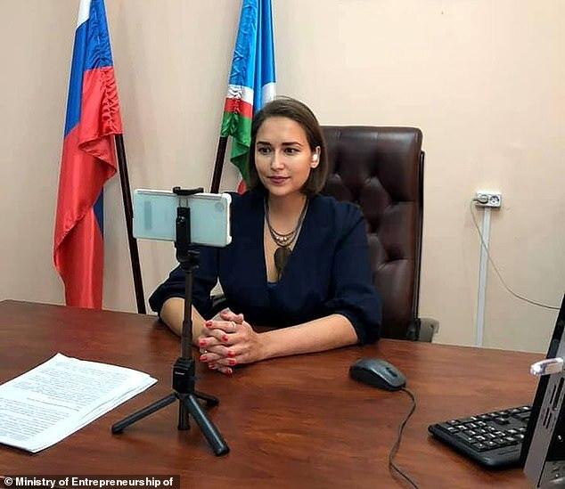 """Nghị sĩ Nga gây tranh cãi vì tuyên bố mải ngắm """"bộ ngực đẹp"""" của nữ bộ trưởng"""