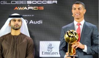 Đánh bại Messi, Ronaldo được vinh danh