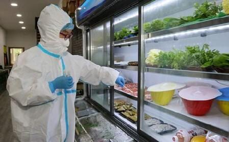 TP.HCM lấy mẫu xét nghiệm Covid-19 trên thực phẩm đông lạnh nhập khẩu