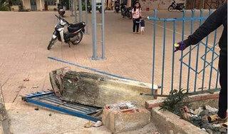 Cột cổng trường bất ngờ đổ sập, học sinh lớp 4 chết tức tưởi