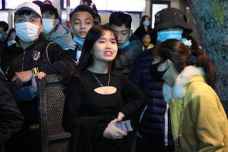 Hà Nội: Người dân chen lấn