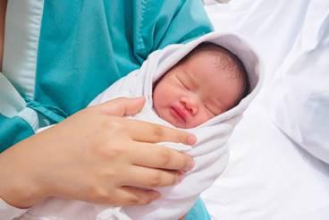 Tôi gần như kiệt sức và suy sụp vì vừa mang bầu con thứ hai, vừa cho con thứ nhất bú