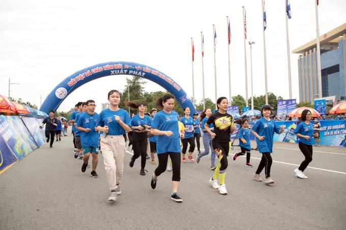 Number 1 Active và 8000 người tham gia Giải việt dã Chào năm mới 2021