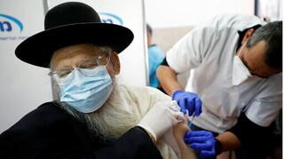 Vì sao hàng trăm người châu Á vẫn nhiễm Covid-19 dù được tiêm vắc-xin?