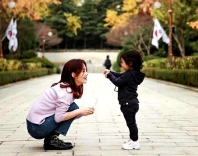 Chae Rim rạng rỡ, hồi phục tinh thần hậu ly hôn mỹ nam Hoàn Châu Cách Cách