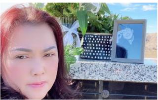 Vợ nghệ sĩ Chí Tài buồn bã viếng mộ chồng