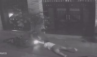 Nữ chủ tiệm trà sữa bị cướp điện thoại, kéo lê trên đường