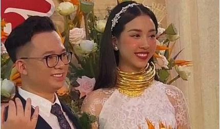 Á hậu Thúy An đeo vòng vàng nặng trĩu cổ trong ngày cưới