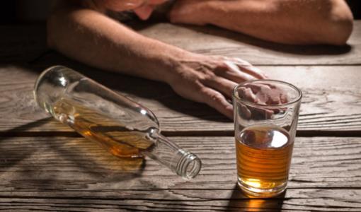 Nam thanh niên 29 tuổi tử vong do ngộ độc rượu