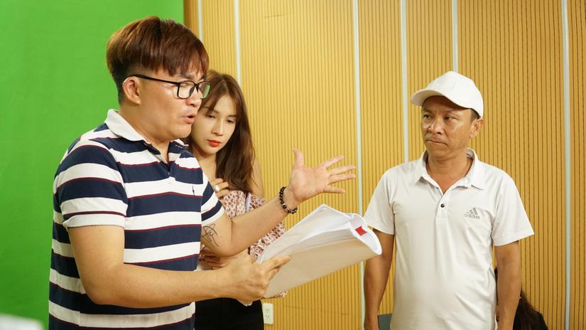 Đàm Vĩnh Hưng bất ngờ được 'Kiều nữ làng hài' hỏi cưới tại hậu trường 'Táo Xuân 2021'