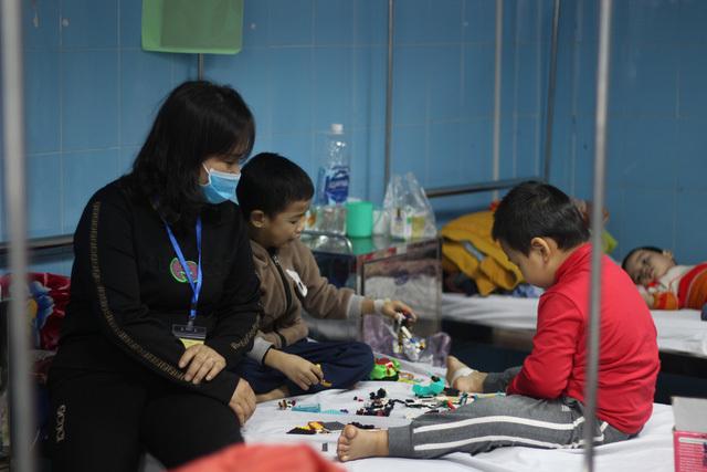 Người già, trẻ nhỏ nhập viện vì thời tiết lạnh giá và khuyến cáo của bác sỹ