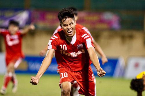 HLV Chu Đình Nghiêm ngợi khen Nguyễn Hữu Thắng