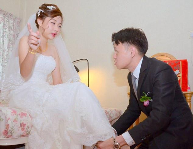 Cô dâu quá chén, đứng giữa nhà trai đòi lập lại trật tự gia đình và cái kết không thể ngờ sau đó