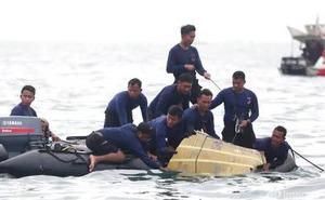 Vụ máy bay Indonesia chở 62 người rơi: Tiết lộ khoảnh khắc cuối cùng