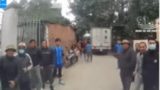Thanh niên làng đuổi đánh tài xế xe tải vì chuyện đỗ xe