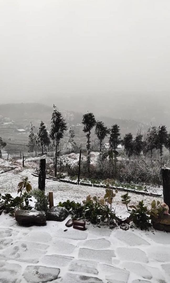 Phượt thủ đổ xô lên Lào Cai ngắm tuyết rơi, chuyên gia khí tượng cảnh báo