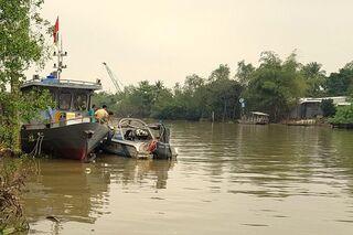 Trung tá công an tử vong khi xuồng tuần tra bị lật trên sông