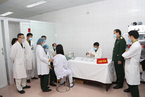 Ngày 12/1, tiếp tục tiêm thử nghiệm vaccine Nanocovax 75mcg trên 3 tình nguyện viên