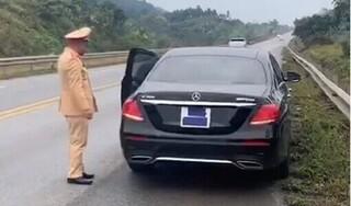 Tài xế Mercedes dán kín biển số để 'né' phạt nguội trên cao tốc
