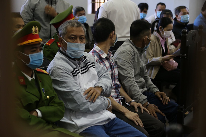 Nửa tháng xét xử 'đại gia' Trịnh Sướng và 38 bị cáo sản xuất xăng giả