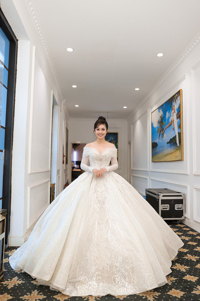 Dàn sao Việt tới dự hôn lễ của 'MC có nụ cười đẹp nhất VTV' và chồng kém 5 tuổi
