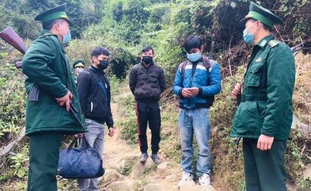 Phát hiện 3 người nhập cảnh trái phép để trốn cách ly, bỏ chạy khi thấy lực lượng biên phòng