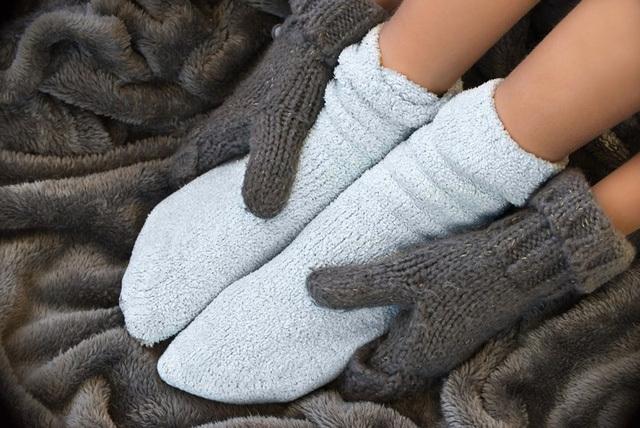 Hóa ra thói quen mang tất đi ngủ vào mùa lạnh lại không hề có hại như bạn nghĩ