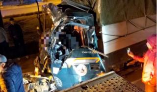Tài xế xe tải tử vong lúc rạng sáng khi va chạm với container trên QL5