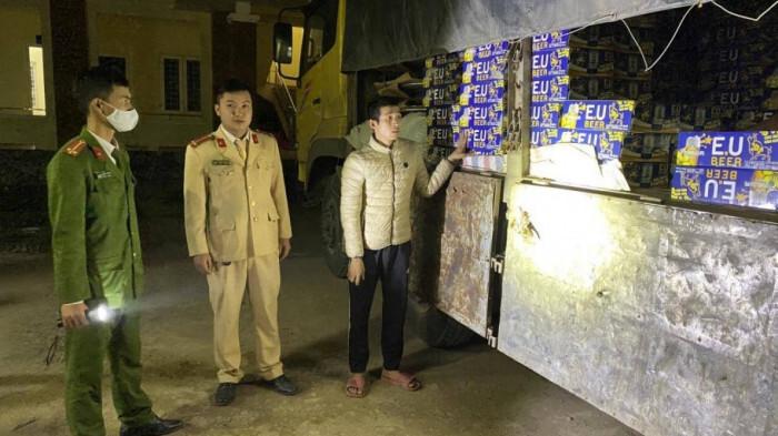 Tài xế và 2 phụ xe tải chở hàng lậu còn dương tính với ma túy đá